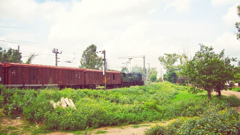 A freight turning towards Patiala from Rajpura. Indianrailways Freighttrain