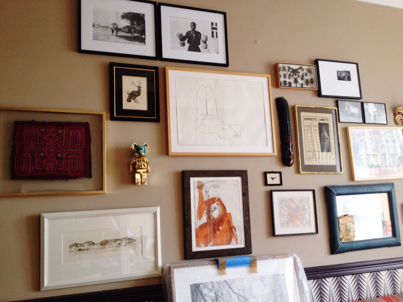 picture frame, photograph, paintings, indoors, variation, no people, for sale, arrangement, home interior, hanging, architecture, neat, home showcase interior, day, close-up