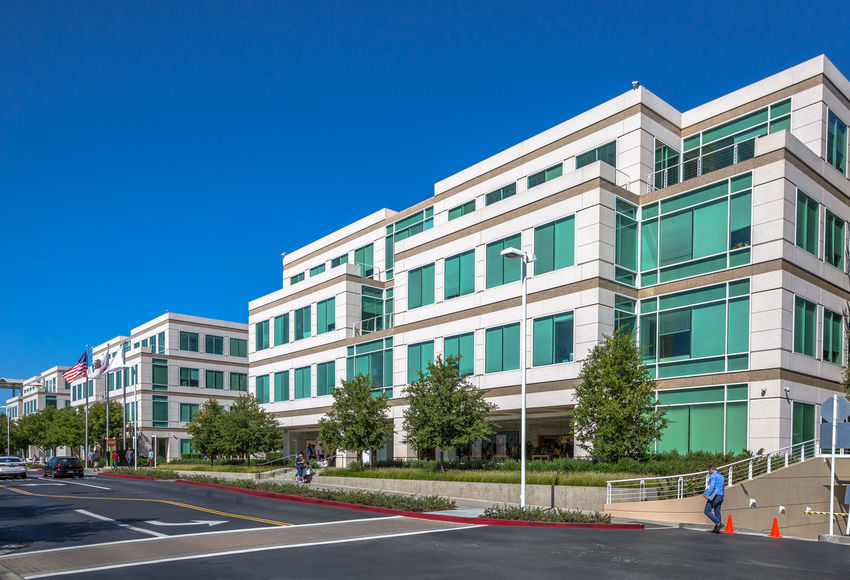 Cupertino, California, United States - August 15, 2016: the Apple world headquarters at One Infinite Loop. Apple is a multinational that produces consumer electronics, personal computers and software. people come from the popular Apple store of Apple Inc Headquarters at One Infinite Loop located in Cupertino, Silicon Valley, California. Apple California IT Mac PC United States Building Computer Cupertino Electronics Industry Flag Headquarter Headquarters Hq IMac27 IPhone Imac Infinite Loop Mobile Store