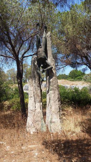 Statue Bare