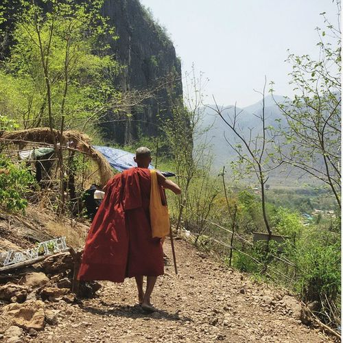 The traveller ထို...ခရီးသြား Traveller Hiking Treaking Monk  Buddhist Buddhism Mandalay Myanmar Burma Igersmandalay Igersmyanmar Burmeseigers Deedokewaterfall Cliff Mycapture Summer Igersoftheday Picoftheday Ig_greatshots Exploremyanmar Goldenland GalaxyGrand2 Zawth
