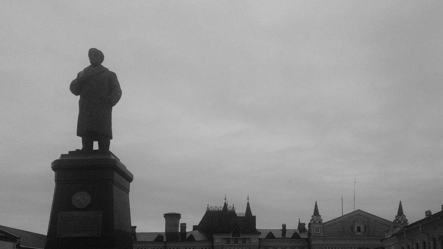 Ленин на Красной площади. В Рыбинске. город архитектура пейзаж памятник Urban Landscape Architecture Monument Statue Outdoors No People History Sculpture City