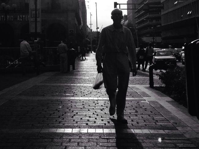 El hombre NEM Black&white Streetphoto_bw NEM Street Streetphotography