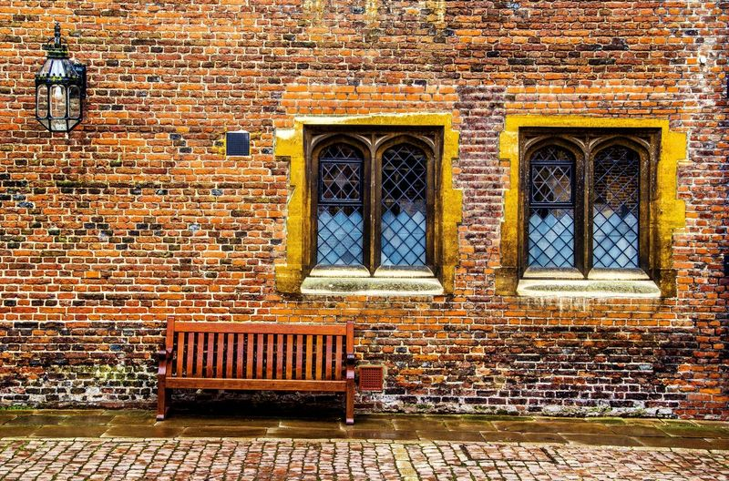 Hampton Court Palace United Kingdom Hanging Out Taking Photos Check This Out Enjoying Life Showcase: January CanonEOS650D Canonphotography Eyem Gallery EyeEmBestPics Windowporn Windows_aroundtheworld Windows Wall Textures Street Photography Street Chilling Out Sit And Relax...