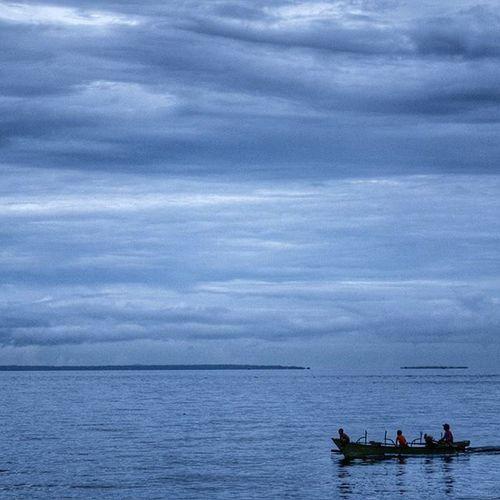 Pulang ... . . . Lokasi : Pantai Tateli - Manado - Sulawesi Utara. Gear : EOS 600D IManado Sulawesiutara Manado