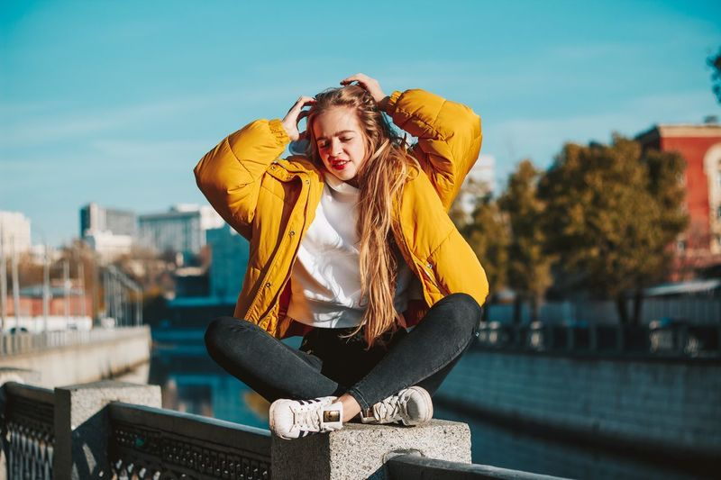 27 декабря. Счастливая? One Person Architecture Young Women Lifestyles Front View Young Adult Clothing Casual Clothing Building Exterior Leisure Activity City Sky Warm Clothing Women Built Structure Portrait Adult Beautiful Woman Real People Outdoors