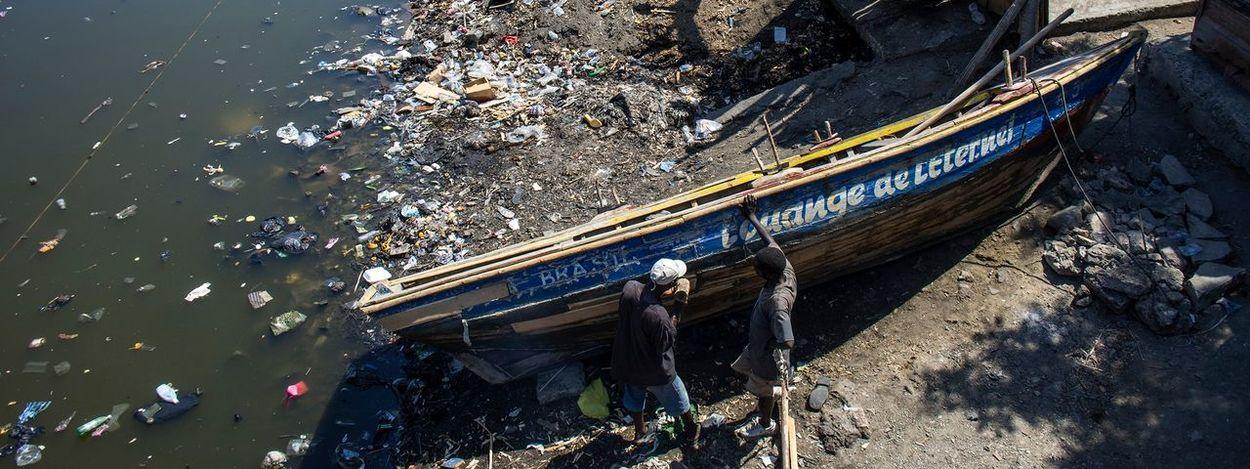 Fixing a boat in Cap Haitien , Haiti - Streetphotography