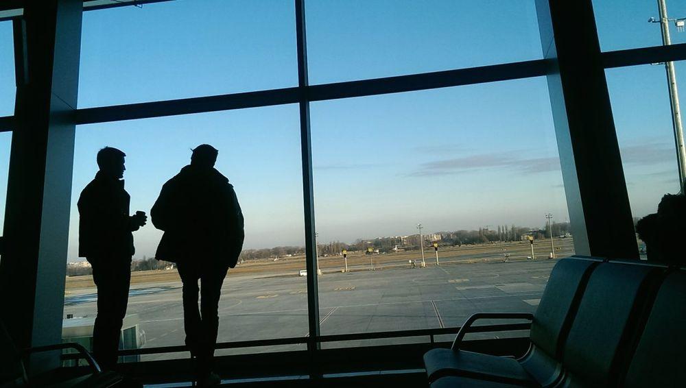 моё маленькое путешествие началось✈ ну и конечно же не без новых знакомств... People Watching On A Holiday Discover Your City Airport