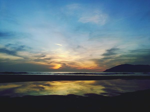 Reflection Sunset Nature Seashore Sunrise_sunsets_aroundworld Huaweiphotography Huawei P9 Leica Huawei Shots HuaweiP9 Sunrise And Sunsets Sunrisesunsetwhatever Dramatic Sky Sunset Lovers Landscape Seascape Photography Seascape Sunrays_penetrating_clouds Sea And Sky Cloud - Sky Silhouette Beauty In Nature