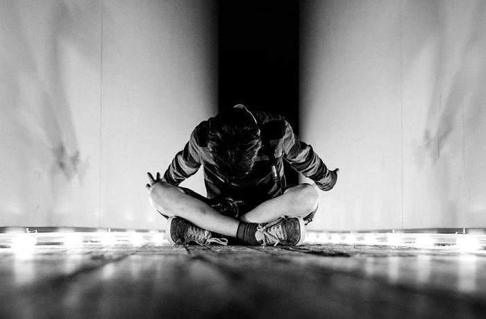 (c) Alireza Rezvani Alireza Rezvani  One Person Indoors  People Berlin Blackandwhite Photography
