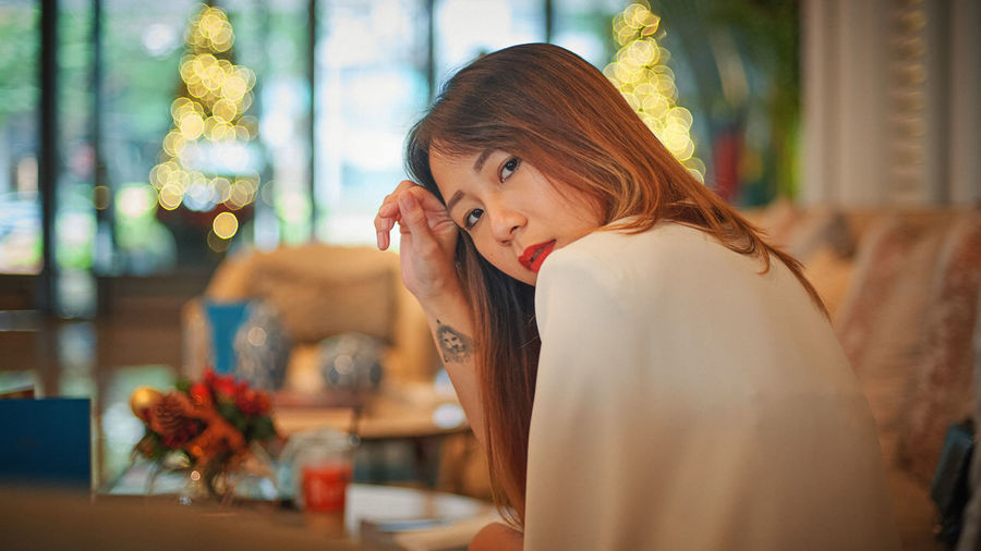 One Person Adult Indoors  Sitting Redhead Young Adult Women Hairstyle Lifestyles Looking Portrait Hair Headshot Selective Focus Long Hair Beauty Casual Clothing Contemplation Beautiful Woman