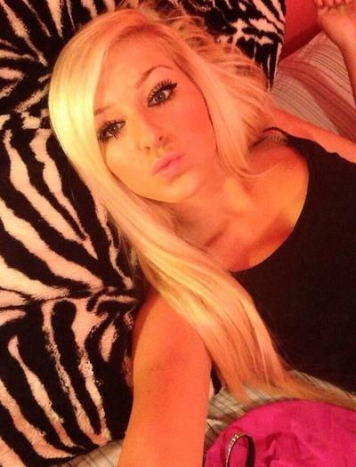 Kik me @/YabaeElena Kik Me Textme Bored Horny Devil...or An Angel In Bed?