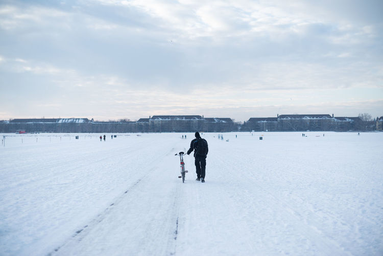 Berliner Ansichten Cold Cold Temperature Leisure Activity Neukölln Snow Snow ❄ Sport Tempelhofer Feld Weather Winter Winter Winter Sport Winter Wonderland Celebrate Your Ride