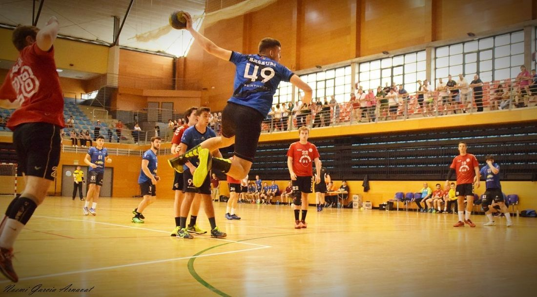 Women Fotography EyeEm Selects Handball Is My Life Handball Fotografie Activity Competitive Sport Teamwork Large Group Of People Indoors  Basketball - Sport Basketball Player Young Adult Playing Court Team Sport Sports Team People Competition Men Athlete Sport Sports Uniform Practicing Adult