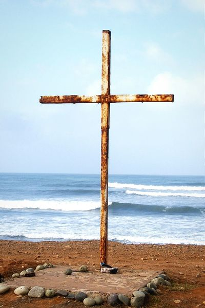 Two of my favorite things, the cross and the surf. Surf's Up in Baja Mexico. Hidden Gems  RePicture Growth Savior The Cross Photos That Will Restore Your Faith In Humanity At The Cross Cross Faith Savior Jesus Is My Savior Blessing Unlikely Heroes Mexico Baja Pivotal Ideas