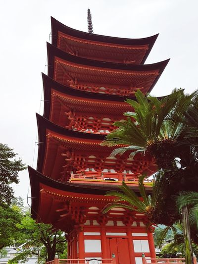 Gojûnotô - Pagode de 5 andares - Miyajima - Itsukushima - 🏯⛩🇯🇵 Itsukushima Miyajima Pagode Gojunoto Shrine Japan Buddhism Lifeinjapan Temple Temple - Building Temple Architecture Religion Architecture Pagoda Tree Ancient Cultures Tradition Spirituality Building Exterior No People Built Structure Red Place Of Worship EyeEmNewHere