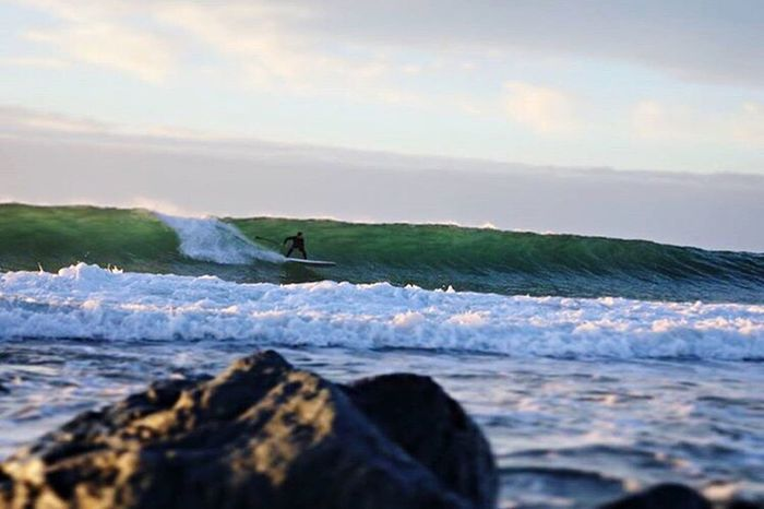 Sea Water Wave Outdoors Surfing Surf Surf Photography Waves, Ocean, Nature Wavegodphotography Surfing Life Surfing The Wave Surf's Up🌊 Wellen SPAIN Spain♥ Boy Men Beauty In Nature Beach Beachlife Beach Life One Animal Sky Surfers Paradise Surfer