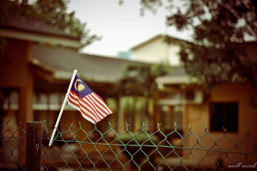 Merdeka! Flag Merdeka Freedom Indipendence Vscoperak Vscoturkey Vscomalaysia Vscomalaysian VSCO Vscocam Vscomalaya Vscoborneo Flag In The Wind Flag Malaysia Bendera Lieblingsteil