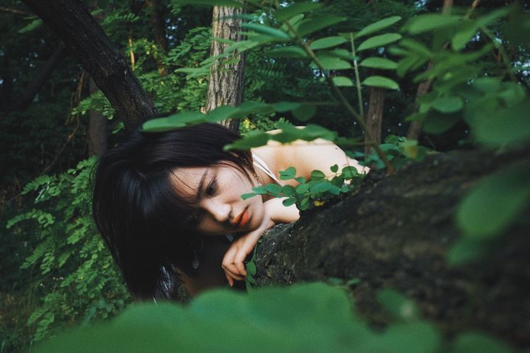 One Person Plant Young Adult Young Women Tree Real People Leisure Activity Nature Lifestyles Green Color Women Forest Hairstyle Hair Day Plant Part Growth Relaxation Leaf Outdoors Beauty In Nature Body Part Pretty Girl Pretty♡ Girly