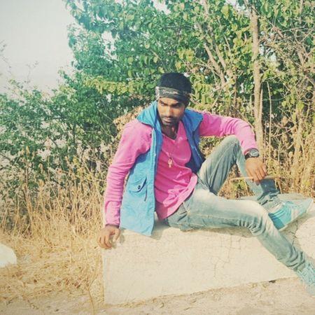 Waqt to hame bhul chuka hai,Muqaddar bhi na bhula de,Pyaar hum isiliye nahi karte,Kyonki darte hain koi hume phir se na rula de..!! Robinraj MrRobPhotography Sadlovesms Sadness Sadsean Pose Photopose Sunshine Green