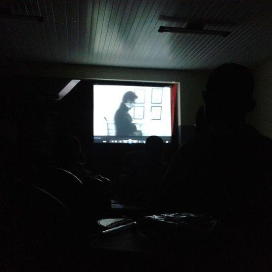 """Assistindo ao filme: """"Garota Selvagem""""... Libras CescUEMA"""