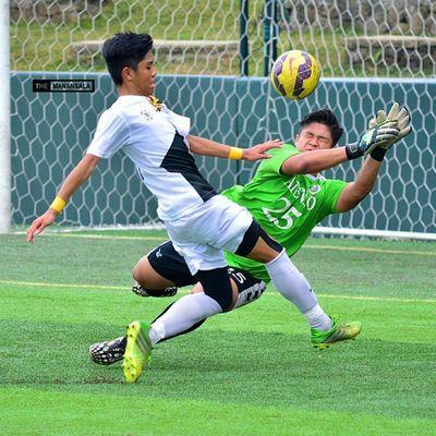 Clarino @miggyclarino hit the goal early in the second half (50') to give UST an edge 🎆⚽ . . . UAAP Uaap77 Uaapseason77 ADMUvsUST juniors AdMU UST sbspotlight soccerbible football themanansala
