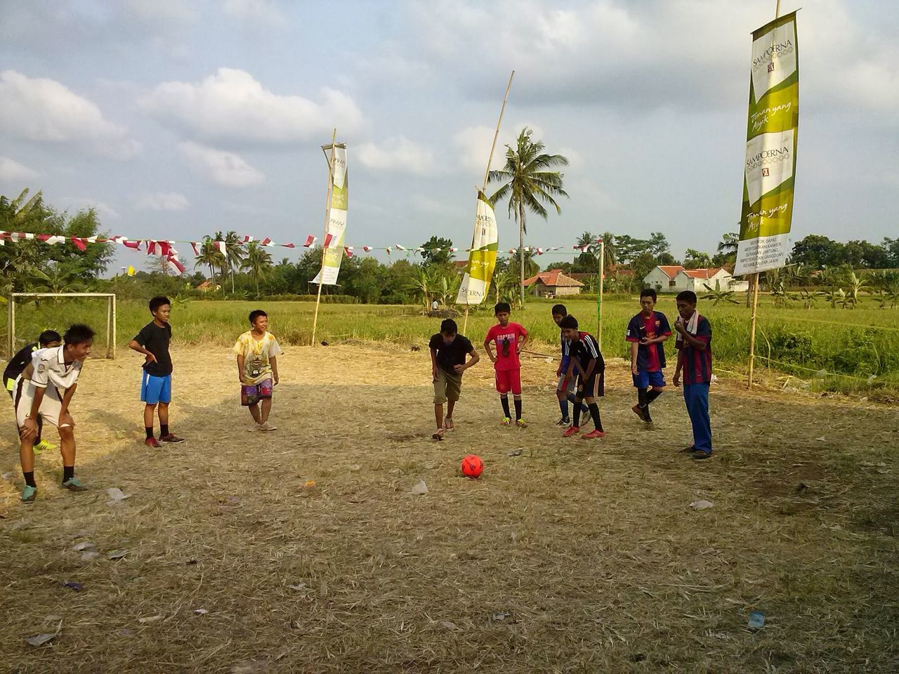 real people, large group of people, leisure activity, playing, sky, sport, enjoyment, men, day, tree, fun, cloud - sky, outdoors, lifestyles, standing, soccer, grass, nature, people, adult