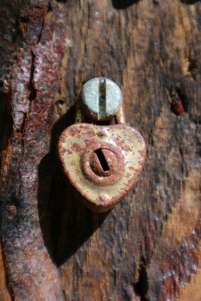 CLOSE-UP OF RUSTY METAL DOOR WITH KNOCKER