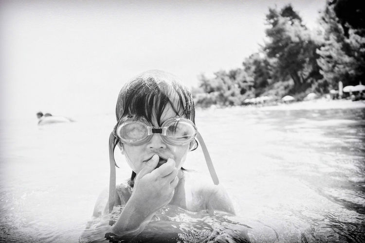 Nose squeezing. Diving Saline Snorkeling Black And White Childhood Childhood Memories Full Of Water Kid Portrait Leisure Activity Nose Squeezing Snivel Squeezing Squeezing Out Summer Swimming Swimming Goggles Vacations Wet