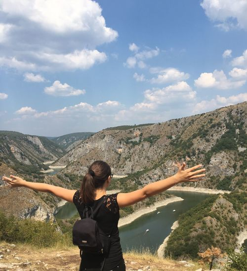 Freedom River Panorama Wind Eyem Nature Lovers  Mountain Sky Arms Raised Landscape Nature Real People Love Yourself Beauty In Nature Young Adult Adventure Outdoors The Great Outdoors - 2018 EyeEm Awards The Traveler - 2018 EyeEm Awards