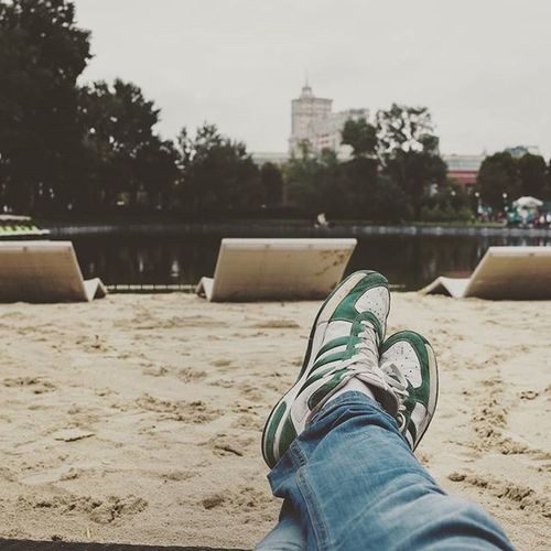 Прошлые Выходные прошли в дождливой Москве. Несмотря на погоду настроение отличное. За это и не только спасибо моим друзьям. Фотка сделана в парке горького за минуту до дождя. Москва Россия отдых выходной отпуск осень ноги