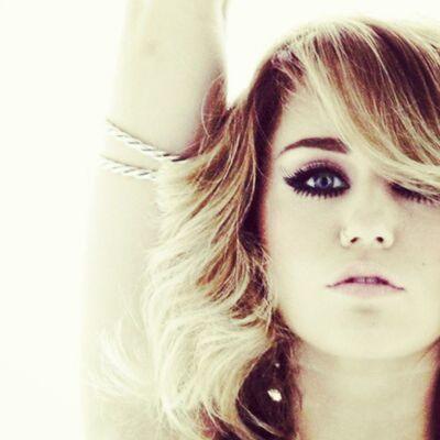 @linilove0o @mileycyrus Milesbians Mileycyrus Mileyisnotugly NoHateforMiley smilers smiler