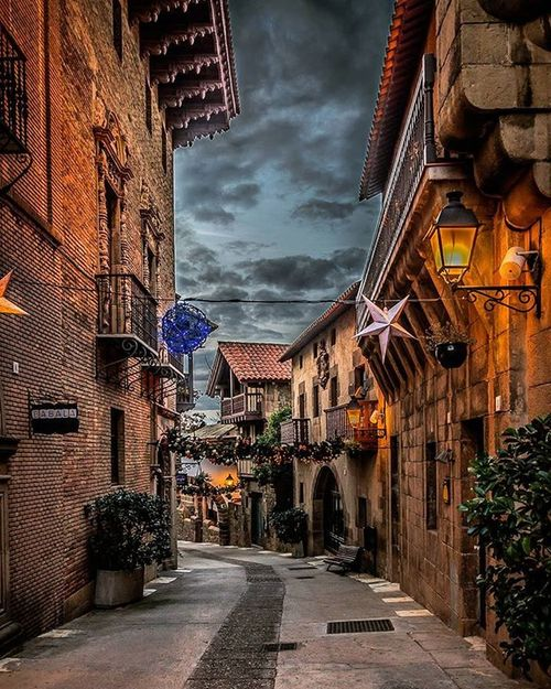 Just before sunset at Poble Espanyol in Barcelona. Igbarcelona Ig_barcelona Igersbarcelona Igersespaña Igespana Loves_españa Ig_espana Loves_europe Loves_cityscapes Total_city Travelgram Seetheworld  Traveltheworld Instatravel Tv_travel Traveldeeper Passionpassport Bestplaces_togo Igworldclub Ig_worldclub Exploringtheglobe Lonelyplanet Theglobewanderer Agameoftones Loves_architecture jj_architecture architecturewatch rsa_architecture archilovers instaarchitecture