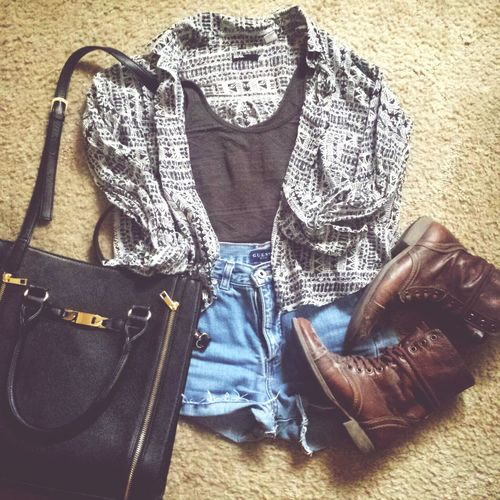 Back To School Ootd ✌/ Featuring Urban Outfitters x Aerie x Spring Shoes x Steve Madden x Guess / Fashion Outfit First Eyeem Photo