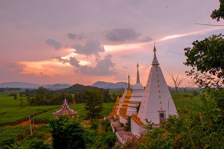 Thailand ASIA Leaf 🍂 Orange Color Lifestyles Relaxing Life Lifestyle Beauty Sunset Place Of Worship Arrival City Arts Culture And Entertainment Religion Ancient Business Finance And Industry Tree Visiting Adulation Hiker Worshipper Ancient Civilization Shrine Archaeology Old Ruin