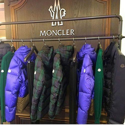 London Shopping Shopper Monclerclothing Monclerjacket monclerworld