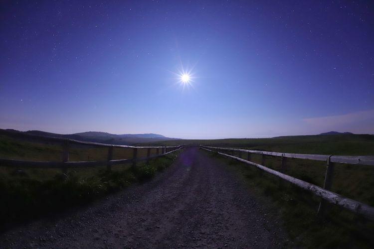 てくてく🚶🚶🐃🐂🐄 銀河鉄道の夜♪ 一目惚れんず Moonlight Astronomy Galaxy Space Star - Space Milky Way Moon Constellation Mountain Road Rural Scene