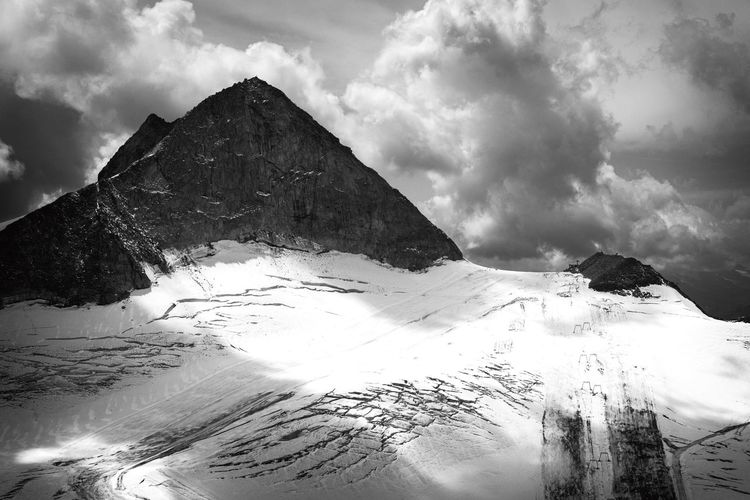 EyeEm Selects Mountain View Gletscher Hintertuxer Gletscher Cold Temperature Snow Beauty In Nature Tranquil Scene Mountain Range Landscape Cloud - Sky Mountain Nature Tranquility Scenics Outdoors August Austria Alps Top Vision Eye4photography  Nikonphotography Nikond750 Blackandwhite