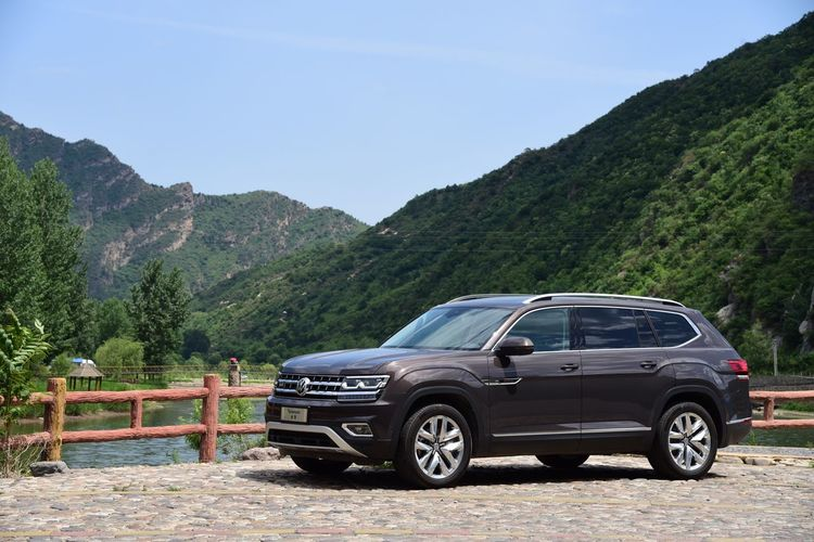 Sky Mountain Transportation Car Day Mountain Range Outdoors Clear Sky Nature No People Scenics Beauty In Nature Tree Teramont