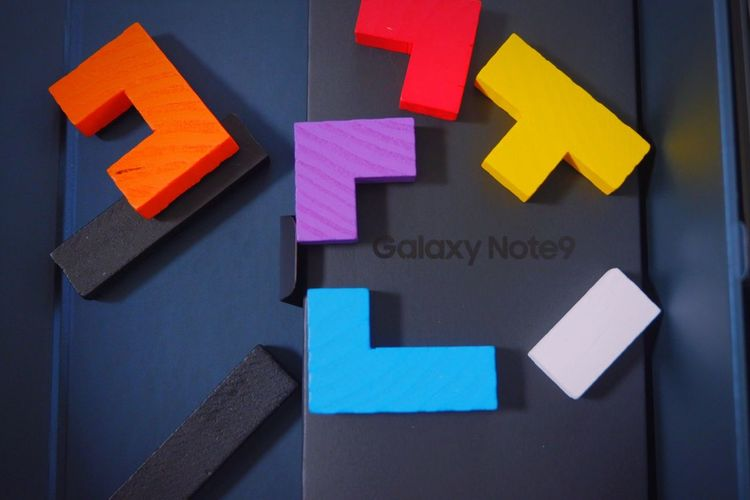 Samsung Galaxy note9 Potrait Full Colors  Samsung Note 9 Samsungphotography Samsung Communication Text Western Script Close-up Sign Arrow Symbol No People Indoors  Message Symbol Guidance Note Directional Sign Choice Paper Adhesive Note Multi Colored