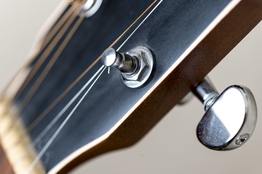 Acoustic Acoustics Music String Wood Close-up Day Detail Guitar Indoors  Instrument Metal Music Musician Neck No People Strum Strumming Tuning