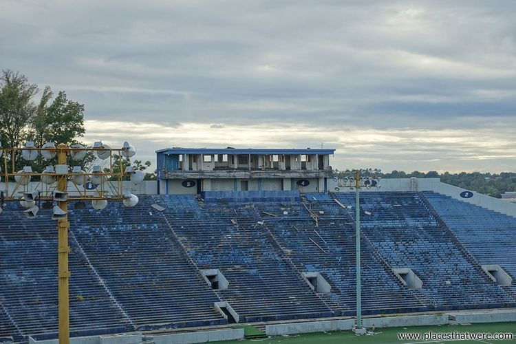 The stands. More here: http://www.placesthatwere.com/2017/09/abandoned-rubber-bowl-stadium-akron.html Stands Grandstand Sport Rubber Bowl Abandoned Places Abandoned Building Stadium Derby Downs Football Stadium Rust Belt Ruins Sports Track Creepy Football Abandoned Akron Ohio Track And Field Stadium Urban Exploration Eerie Akron Abandoned & Derelict Urbex Zips Architecture Urban Decay