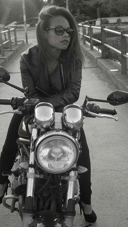 Relaxing Enjoying Life Paysage Beautiful ♥ Popular Photos Portrait Black & White B&W Portrait Moto Motarde
