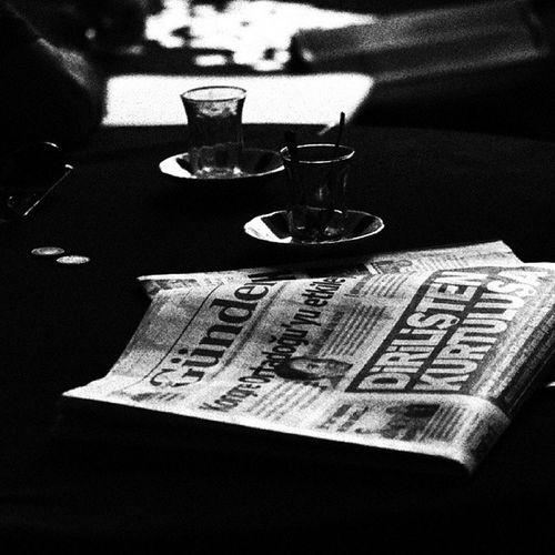 Dirilişten Kurtuluşa! Manset Surmanset Haber Spot turkeynews magaznine cay para kahve kadikoy bosluk haberler gundem gazete photographer bestphoto bestofday gununfotosu 50mm canon instaturk instamod instagood