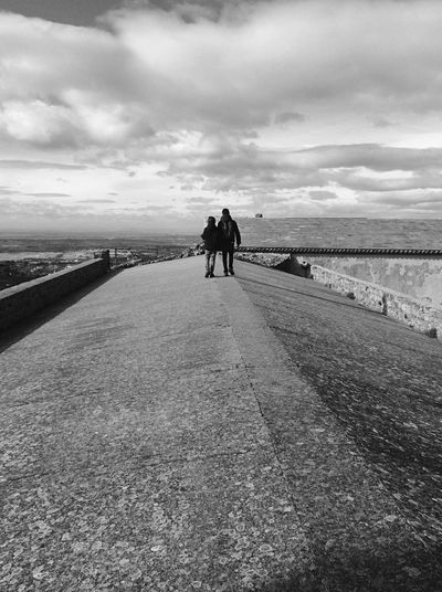 Pai e Filho Shades Of Winter Família Portugalemperspectiva Portugalemfotos Black & White EyeEmBlackAndWhite Bnw Travel Destinations Fatherandson Full Length Rear View Day Men The Way Forward Togetherness Leisure Activity Outdoors An Eye For Travel This Is Masculinity