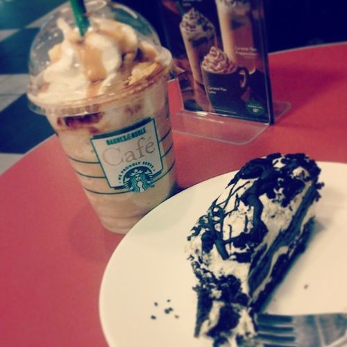Starbucks Caramelflan Frappuccino Oreostack yummy barnesnoble