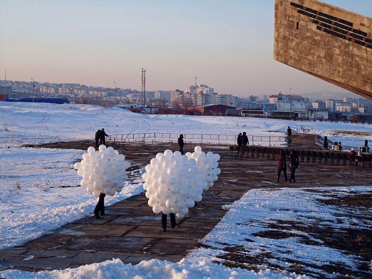новороссийск шары  зима Novorossiysk Balloons Winter Hiver White White Balloons Monument Museum Малая Земля The Photojournalist - 2016 EyeEm Awards