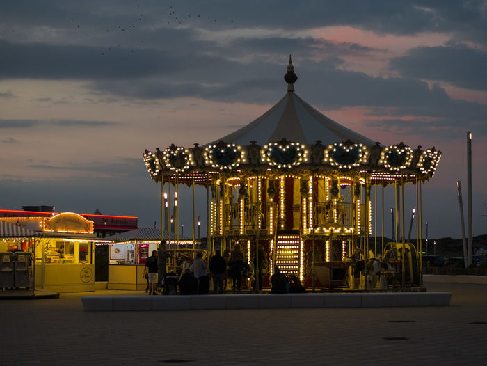 Karussell im Abendlicht Blue Hour Amusement Park Arts Culture And Entertainment Carousel Cloud - Sky Illuminated Lighting Equipment Night Sunset