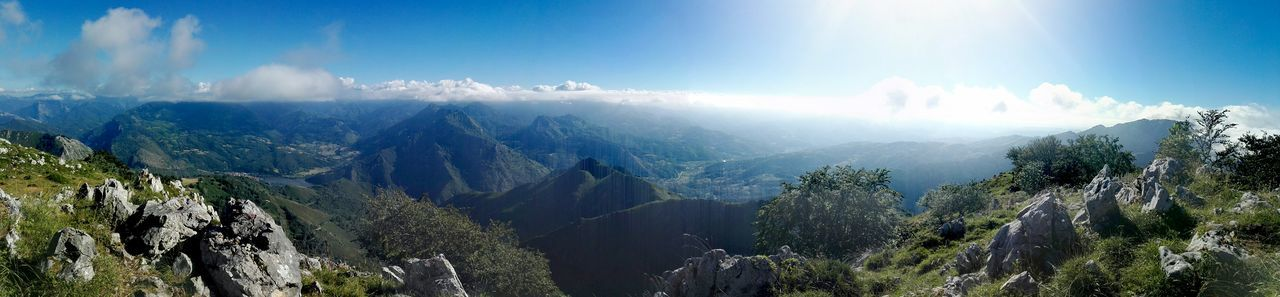 Vistas desde el Picu La Xamoca Asturias Paraiso Natural🌿🌼🌊🌞 Rutas De Asturias Montañas Verdes Nature