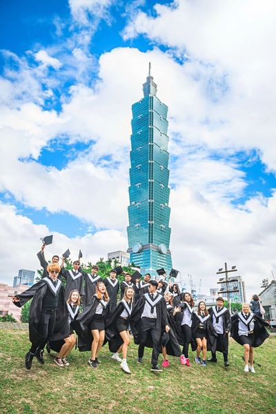 Graduated Thai Students in Taiwan Taiwan Taipei Taipei101 Sunny Windy Cloudy Happy Graduation Graduated Thai Students Student Yeahhhhh That's Me Hanging Out Cheese! Taking Photos Enjoying Life On A Holiday Handsome Landmark Photooftheday